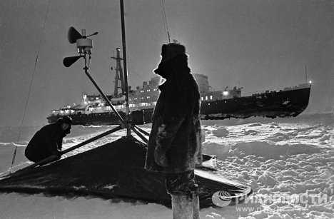 Установка радиометеорологической станции на льдине