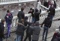 Футбольные фанаты избили несколько человек на митинге в Москве