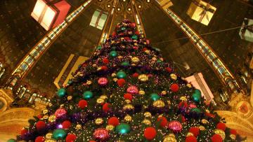 Новогодняя елка в Париже. Архивное фото