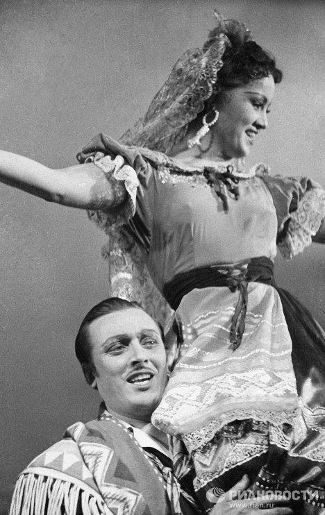 Шмыга и Богданов в спектакле «Поцелуй Чаниты»