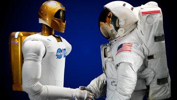 R2 - первый человекоподобный робот на МКС, архивное фото