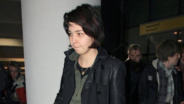 Депортированная из Норвегии россиянка Мадина Саламова прибыла в Россию