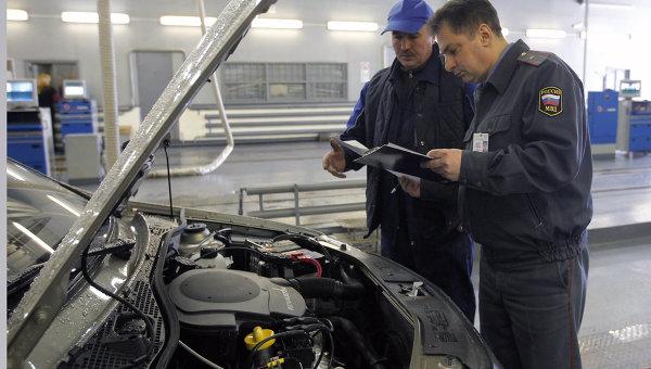 Работа пункта технического осмотра автомобилей. Архив