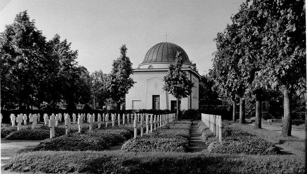 Старая фотография воинского мемориала в городе Гумбиннен, ныне - Гусев