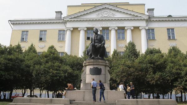 Старое здание Московского государственного университета имени М.В. Ломоносова
