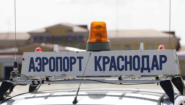 Надпись на спецмашине Аэропорт Краснодар. Архивное фото