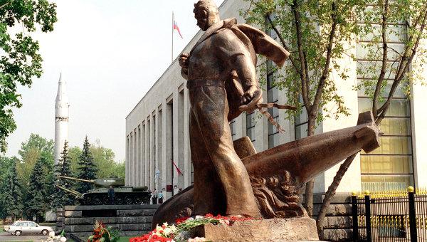 Памятники курск цены у моря установка памятника на могилу цены в рублях