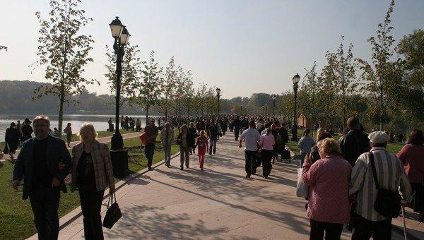 Отдых москвичей в парке Царицыно
