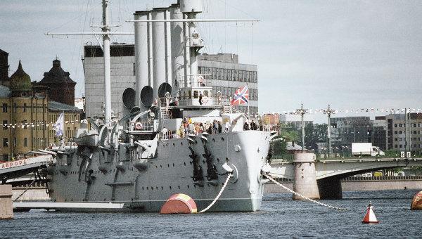 Крейсер «Аврора» на Неве. Архив