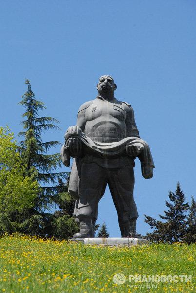 Памятник «Отцу солдата» – киногерою, которого звали Георгий Махарашвили