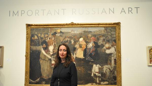 Первый вице-президент Sotheby's Соня Беккерман на фоне картины Фешина Увоз невесты
