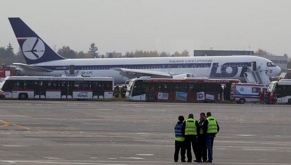 Самолет польской национальной авиакомпании LOT аварийно сел в международном аэропорту Варшавы