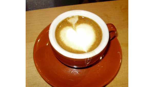 Обычай подвешенного кофе, недавно пришедший в Россию из Италии, благодаря соцсетям в первой половине ноября завоевал заметную популярность среди москвичей