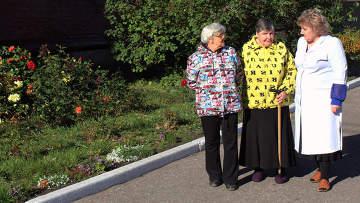 Пожилые граждане. Архивное фото