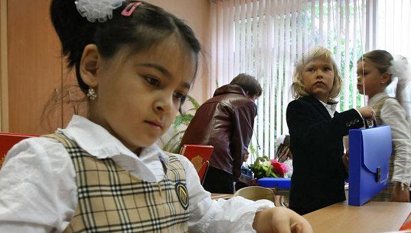 Медведев предлагает начать в 18 регионах РФ преподавание основ религии