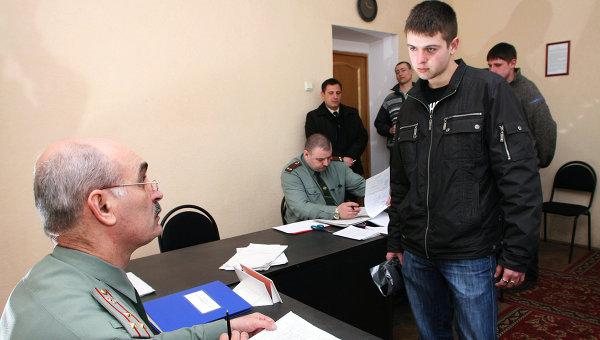 В призывной комиссии военкомата города Калининграда. Архивное фото