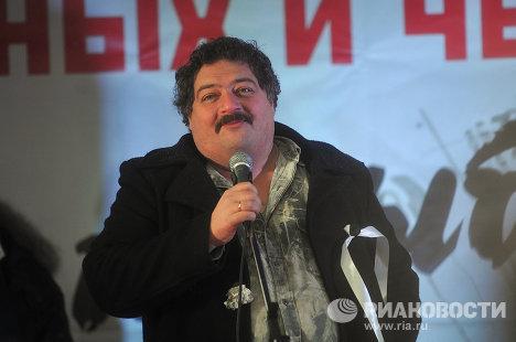 Писатель Дмитрий Быков выступает на митинге За честные выборы на Болотной площади.
