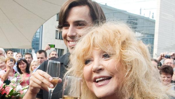 Приезд А.Пугачевой и М.Галкина на Музыкальный конкурс исполнителей Новая волна 2011