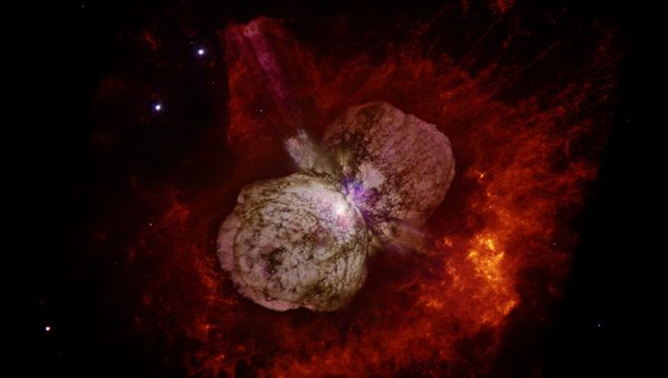 Туманность в районе псевдосверхновой эты Киля, полученная орбитальным телескопом Хаббл