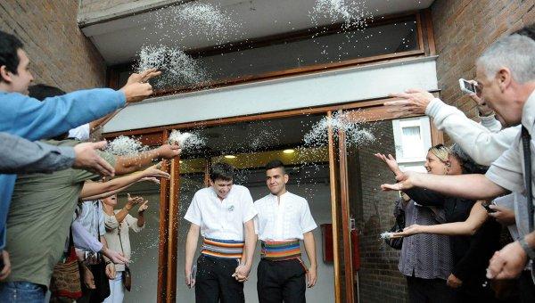 Аргентина разрешила всем туристам заключать однополые браки