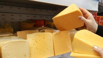Продажа сыра. Архивное фото