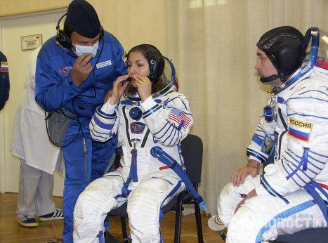 Тренировка членов экипажа космического корабля Союз ТМА-9