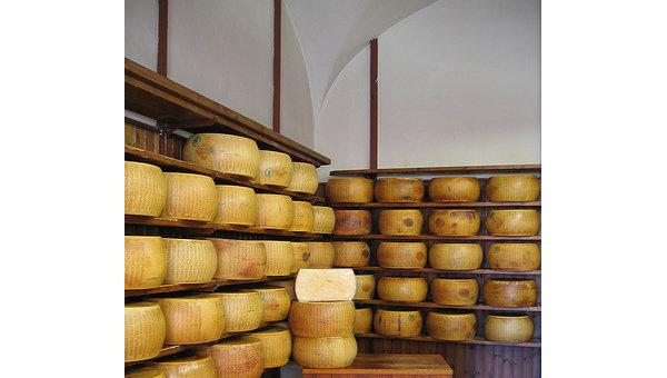 Сыр пармезан. Архивное фото