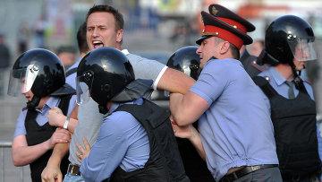 Задержание Алексея Навального во время митинга Марш миллионов  в Москве