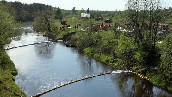 Разлив нефти в Новгородской области
