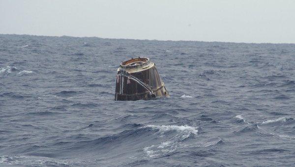 Первая фотография капсулы Dragon после приводнения в Тихом океане