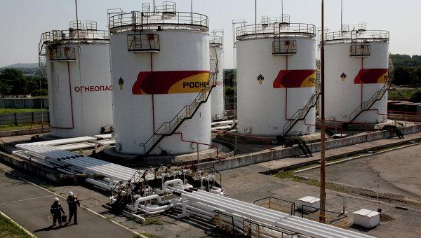 Работа базы нефтепродуктов компани Роснефть в Приморском крае. Архивное фото
