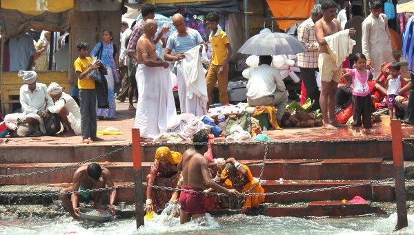 Индия: Врата Бога на берегу Ганга. Архивное фото