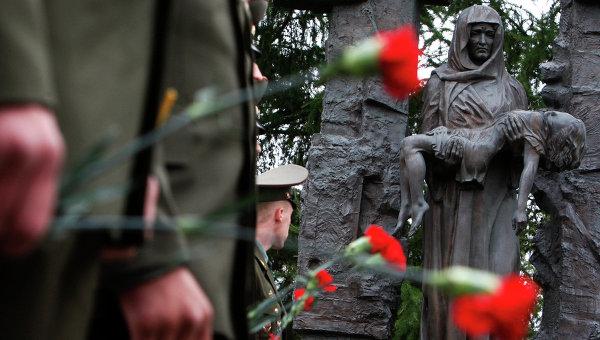 Памятник детям погибшим в теракте 1 сентября 2004 года в Беслане. Архив
