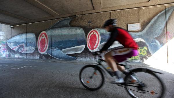 Граффити под мостом Мариенбрюкке через Дунайский канал в Вене