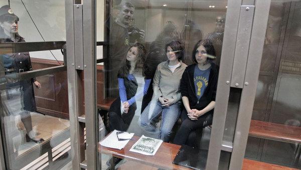 Слушания по жалобе защиты участниц панк-группы Pussy Riot