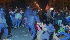 Полицейские избивали испанцев дубинками за попытку захватить конгресс