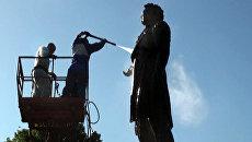 Пушкина намылили и облили водой из шланга в честь дня рождения