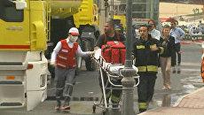 Спасатели работают на месте пожара в Катаре, где погибли 19 человек