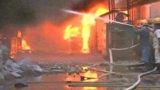Крупный пожар уничтожил здание химической фабрики в Индии