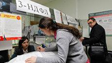 Работающие в Москве жители Подмосковья должны платить налоги по месту жительства - с таким заявлением выступил глава МЧС Сергей Шойгу