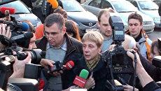 Стихийная пресс-конференция матери минского террориста у здания суда