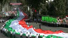 В Душанбе показали самый большой флаг и форму от Валентина Юдашкина