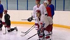 Хоккеисты молодежного Локо тренируются, чтобы пережить трагедию