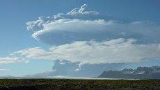 Дым от вулкана Гримсвотн в Исландии