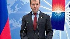 Медведев не видит международной угрозы рублю