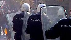 Противники гей-парада в Белграде закидали камнями полицию