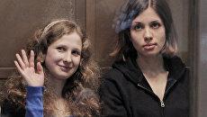 Участницы панк-группы Pussy Riot Мария Алехина и Надежда Толоконникова. Архив