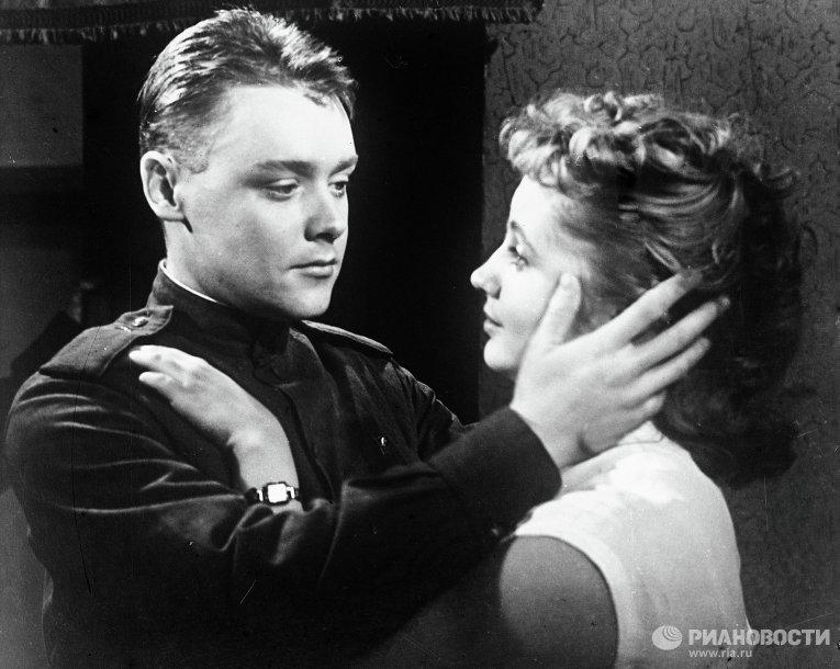 Кирилл Столяров и Людмила Мерщий в кинофильме Им было 19