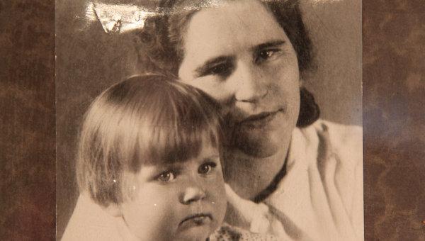 Мария Андреевна Попова с дочерью