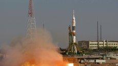 Старт ракеты-носителя Союз-ФГ с пилотируемым кораблем Союз ТМА-06М со стартовой площадки Байконура